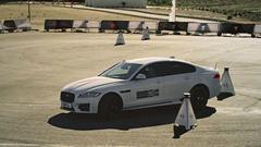 新款捷豹XF性能挑战 操控精准车身灵活