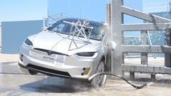 2017款特斯拉Model X 侧杆碰撞测试