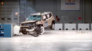 2015款Jeep自由侠 IIHS正面40%碰撞测试