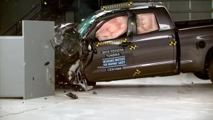2015款丰田坦途加长版 IIHS正面25%碰撞