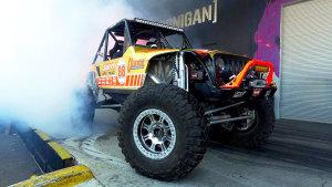 大脚怪兽 改装版Jeep牧马人原地烧胎