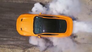 2018款橙色福特野马 赛道激情烧胎