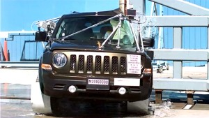 Jeep自由客侧面柱形碰撞