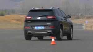 Jeep自由光绕桩测试