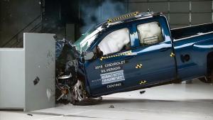 新款Silverado加长版 IIHS正面25%碰撞