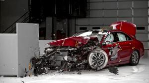 2016款奔驰C300碰撞测试