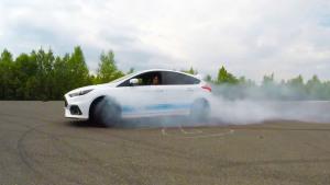 福特福克斯RS赛道烧胎 原地画圈