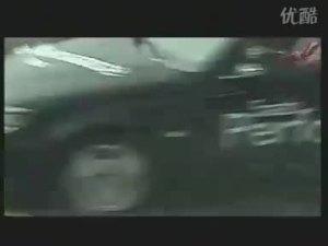 即将参加2010北京车展的萨博爆胎测试