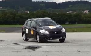 2013新款铃木SX4 车身稳定性测试