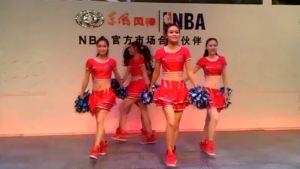 美女拉拉队激情舞动东风风神H30展台