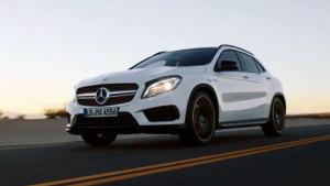 新款奔驰GLA45 AMG 动力性能强劲