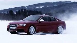 全新款奥迪RS5极速漂移 卷起千层雪