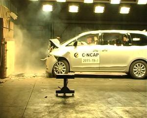 别克GL8 CNCAP碰撞测试网络视频