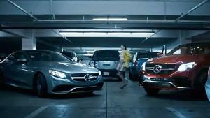 奔驰S63 AMG Coupe领衔主演 车位争夺战