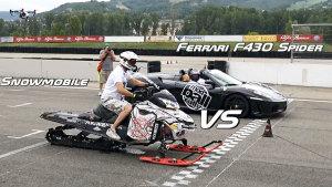 雪地摩托车 挑战法拉利458/F430 Spider