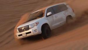 丰田兰德酷路泽 搭V8引擎沙漠激情越野