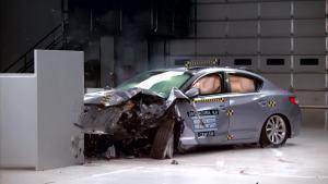 2016款讴歌ILX IIHS正面25%碰撞测试