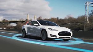 特斯拉Model S上路测试 实现自动变道