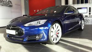 特斯拉Model S P90D 配备自动驾驶功能