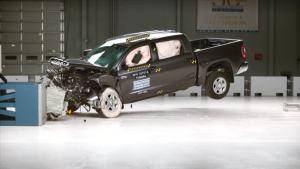 2016款丰田坦途 IIHS正面40%碰撞测试