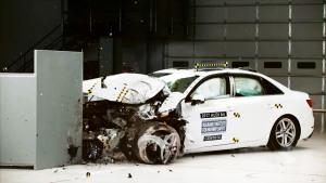 2017款奥迪A4 美国IIHS正面25%碰撞测试