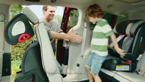 全新大捷龙 第二排座椅可手动控制