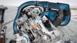 透视全新宝马M4 GTS 水喷射系统演示