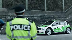 斯柯达晶锐赛车 与交警制服尴尬撞色