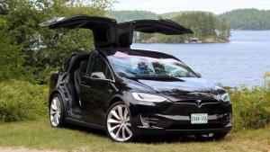 新特斯拉Model X 定位中大型SUV