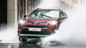 丰田全新RAV4 Exclusive 司机蹭水洗车