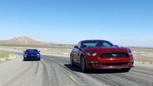 肌肉车较量 雪佛兰科迈罗VS福特Mustang