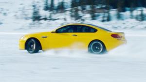 油门踩到底 宝马M6狂飙雪地暴力漂移