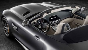 奔驰AMG GT C Roadster 环抱式内饰展示
