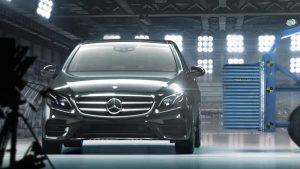 奔驰长轴距E级车 配备预防性安全系统