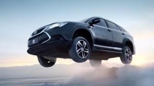 新能源汽车比亚迪唐100 挑战冰雪路面