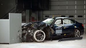 2017款宝马3系  IIHS正面25%碰撞测试