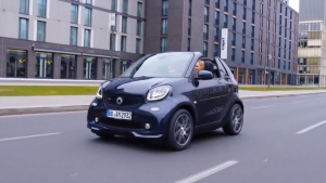 2017款smart fortwo敞篷版 车重仅950kg