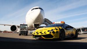 兰博基尼Huracan 与阿联酋波音777同行