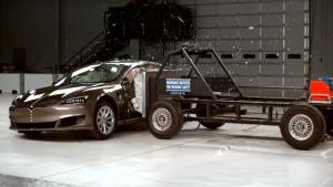 2016款特斯拉Model S IIHS侧面碰撞测试