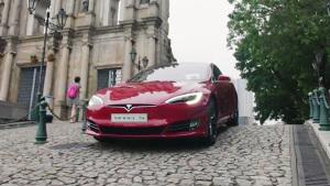 特斯拉Model S会见澳门 行走的智能电脑