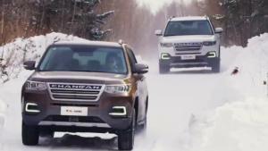 中型SUV长安CS95挑战冰雪 智能四驱控制