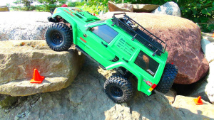 切诺基遥控车岩石暴力攀爬 秀强悍性能