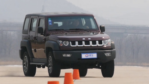 北京汽车BJ40紧凑级SUV 18米绕桩测试