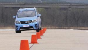 东风启辰M50V 18米绕桩道路测试