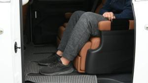 大通G10第二排电动座椅调节演示