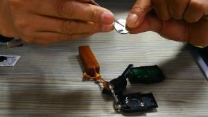 大众途观遥控锁失灵更换汽车遥控器电池
