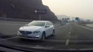 奇葩司机高速逆行 不要命请不要害别人!
