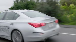 英菲尼迪自动驾驶演示