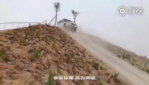 各大SUV前来挑战爬大坡儿 最后的奔驰大G过分了