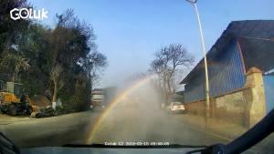 洗车洗出彩虹了